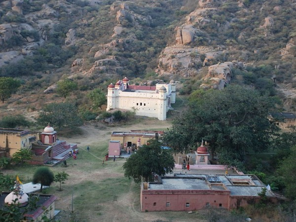Narnaul photos, Dhosi Hill - A view of the hill