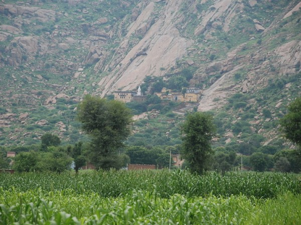 Narnaul photos, Dhosi Hill - A view of the Shiv kund complex
