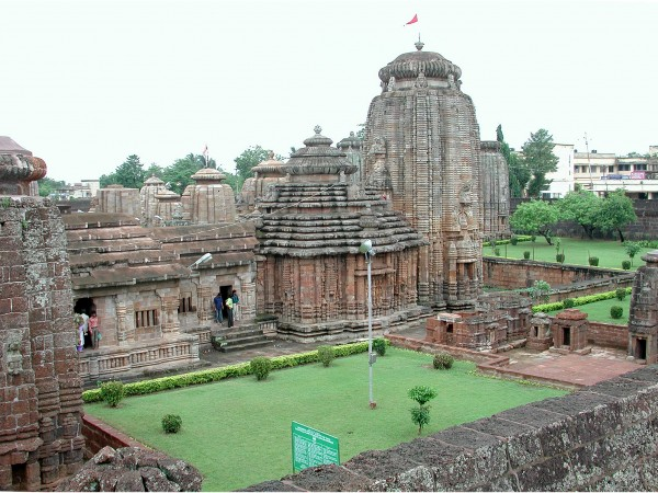 Bhubaneshwar photos, Lingaraj Temple - The ancient stone structures