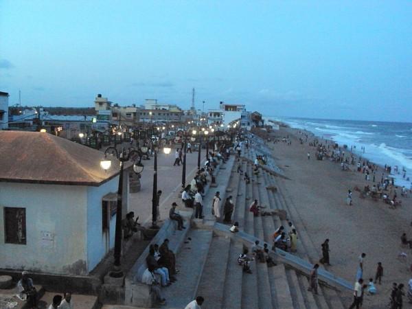 Gopalpur photos, Gopalpur Beach - The Gopalpur Beach bustling with activity
