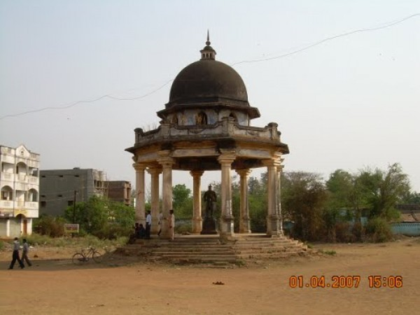 Jeypore photos, King's Statue