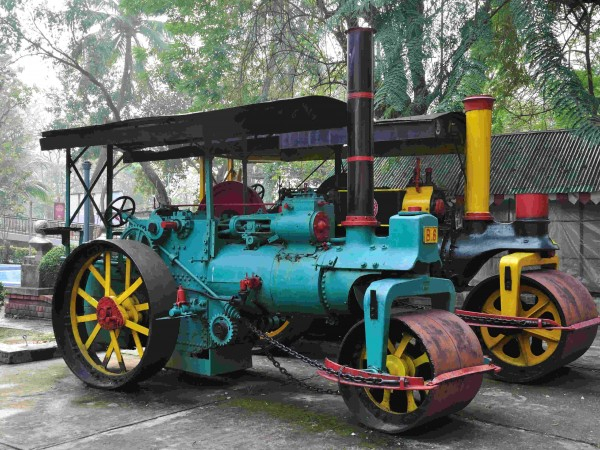 Kolkata photos, Birla Industrial and Technological Museum - A  Steamroller engine
