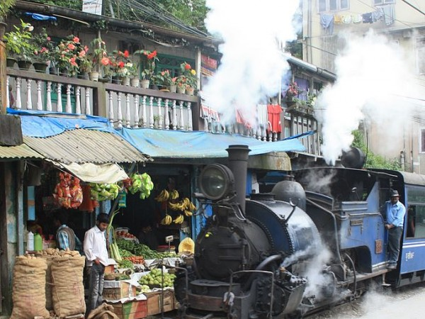 Darjeeling photos, Darjeeling Himalayan Railway - A lovely sight of a Steam Train