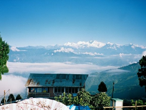 Darjeeling photos, Batasia Loop and War Memorial - The snow capped mountains of Kanchenjunga