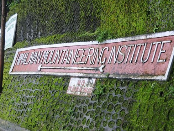 Darjeeling photos, Himalayan Mountaineering Institute and Museum - A Signage to the Institute
