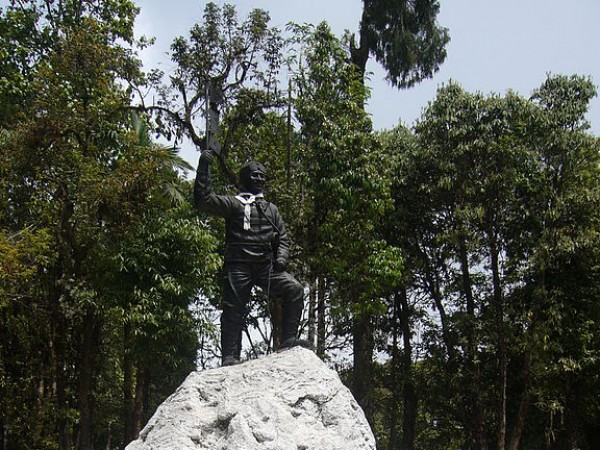 Darjeeling photos, Himalayan Mountaineering Institute and Museum - A statue of Tenzing Norgay