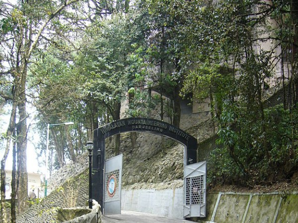 Darjeeling photos, Himalayan Mountaineering Institute and Museum - The entrance of the Himalayan Mountaineering Institute