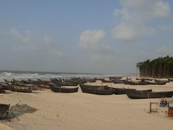 Digha photos, Udaipur Beach - An Array of Boats