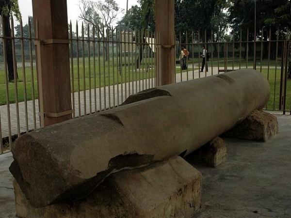 Patna photos, Kumhrar - Mauryan Hall pillar