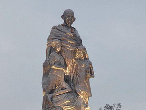 Patna photos, Gandhi Maidan - The shining statue of gandhi