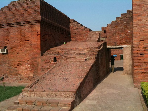 Nalanda photos, Nalanda University Ruins - The Entrance