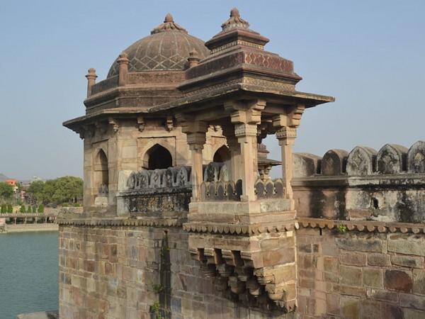 Rohtas photos, Sasaram - Balcony at Sher Shah Suri Tomb