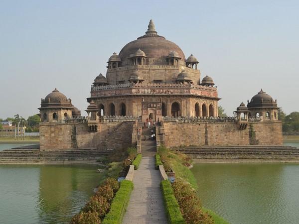 Rohtas photos, Sasaram - Sasaram, Picturesque view of Sher Shah Suri Tomb