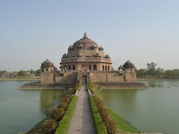 Rohtas photos, Sasaram - Tomb of Sher Shah Suri