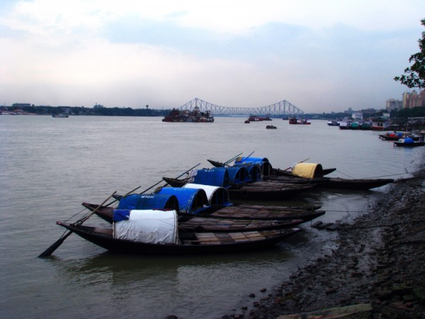 Kolkata photos, Howrah Bridge - The Boats