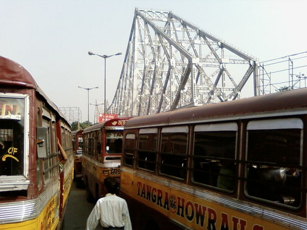 Kolkata photos, Howrah Bridge - Buses on the Bridge