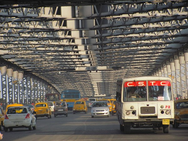 Kolkata photos, Howrah Bridge - Traffic on the Bridge