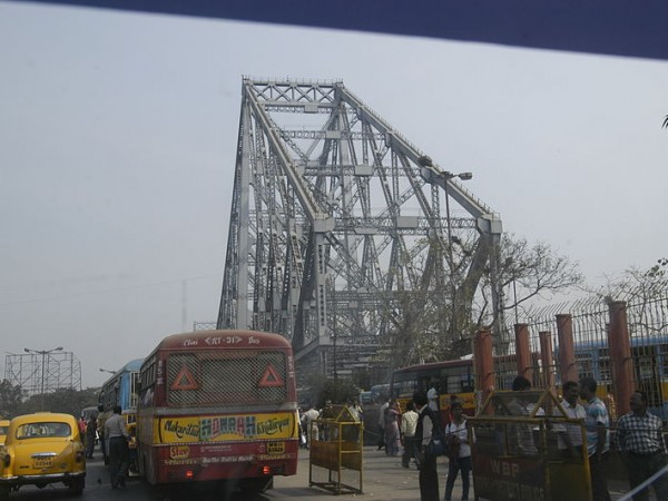 Kolkata photos, Howrah Bridge -  The Entrance
