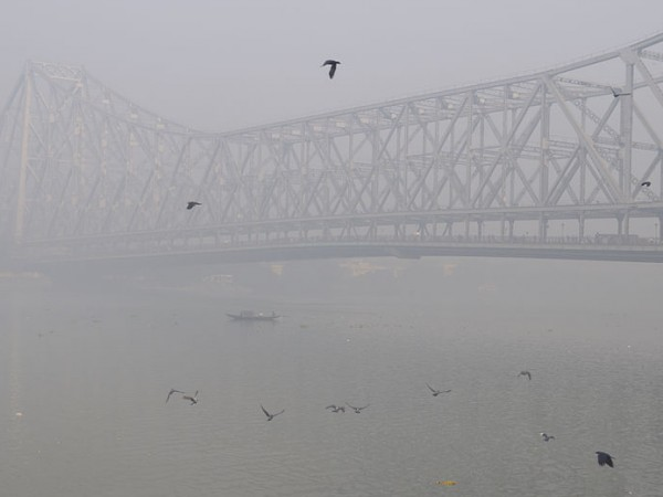 Kolkata photos, Howrah Bridge - Morning Fog