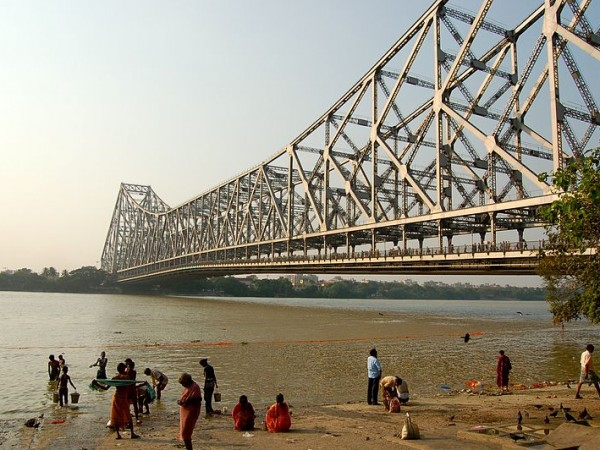 Kolkata photos, Howrah Bridge - Bathe in the River
