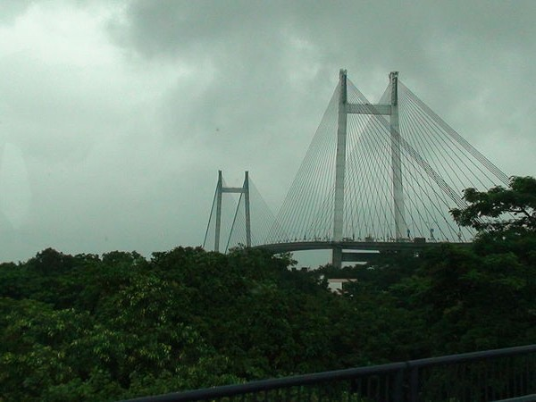 Howrah photos, Vidyasagar Setu - Stretches of greenery