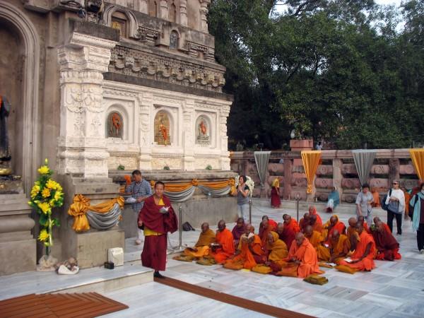 Bodh Gaya photos, Mahabodhi Temple - Buddhist Pilgrims