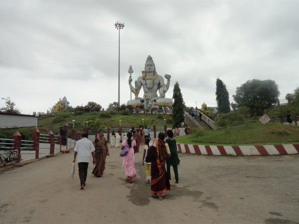 Murudeshwar photos, Statue of Lord Shiva - Devotees