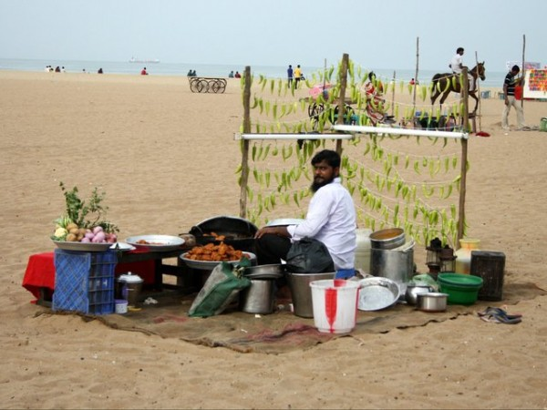 Mahabalipuram photos, A Snacks Seller by the Shore