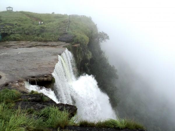 Cherrapunji photos, Mawsmai Falls - Mawsmai Water Falls