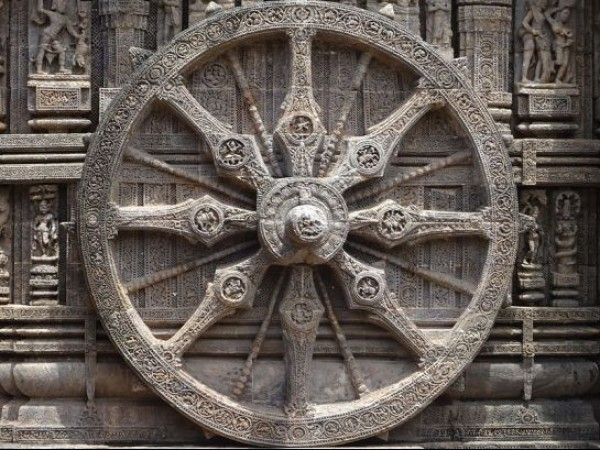 Konark photos, Sun Temple - The Chariot Wheel