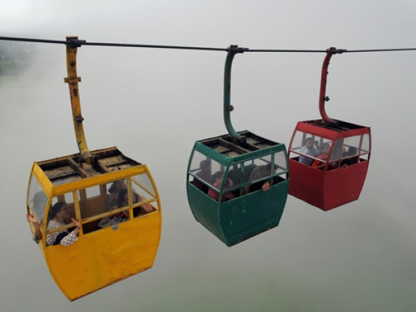 Saputara photos, The Ropeway - The Bright and Colourful Carriages
