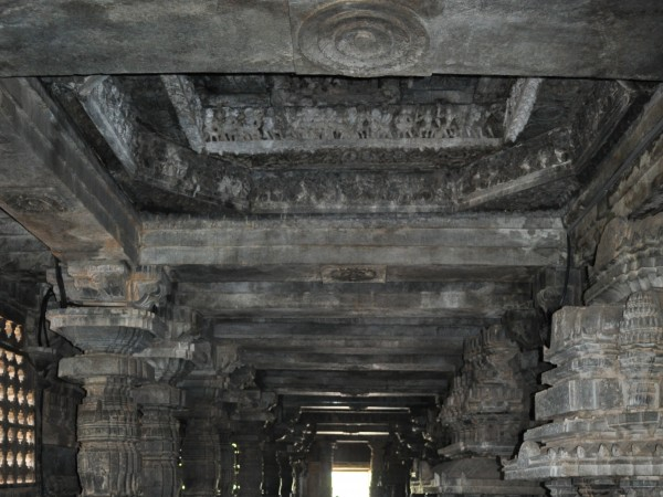 Halebid photos, Hoysaleshwara Temple - Light, there sure is!