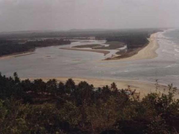 Byndoor photos, Byndoor Beach - River Joining Sea