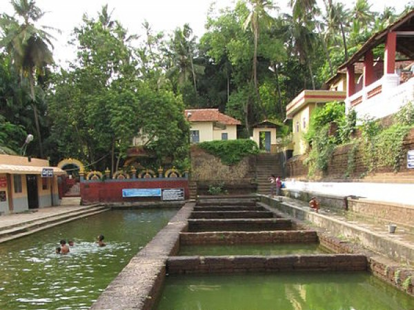 Mangalore photos, Kadri Manjunath Temple - Pond