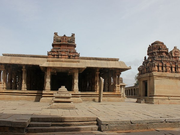 Hampi photos, Sri Krishna Temple - Far view
