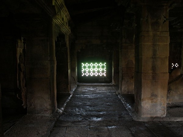 Aihole photos, Lad Khan Temple - Interior