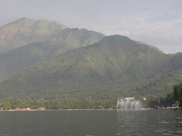 Srinagar photos, Dal Lake - The Mountains that Border the Lake