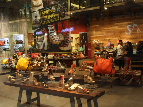 Delhi photos, Shopping in Delhi - DLF-Promenade Mall-5