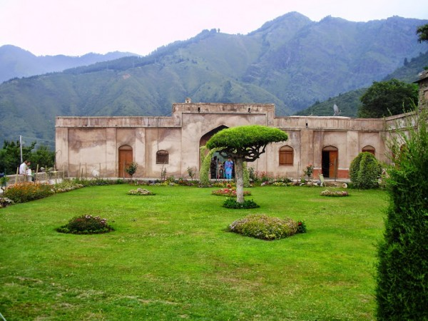 Srinagar photos, Pari Mahal - Distance View