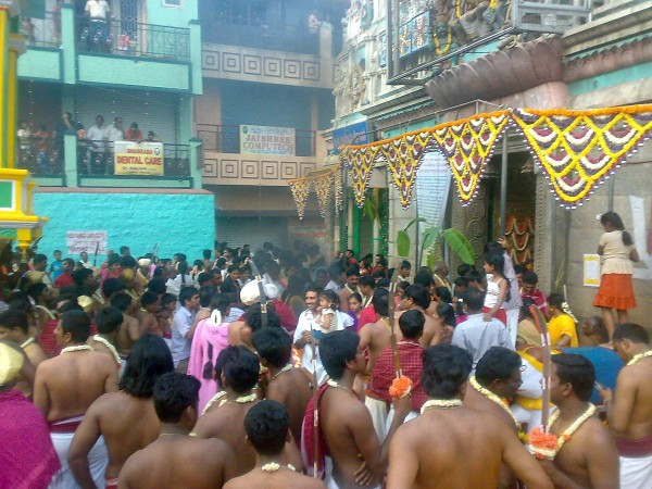 Bangalore photos, Dharmaraya Swamy Temple - The Crowd of Devotees