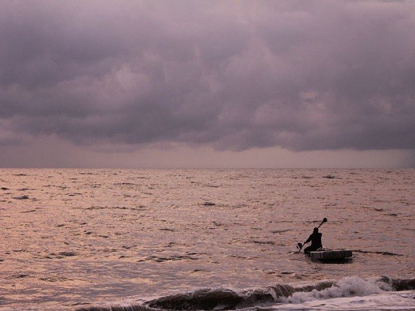 Mararikulam photos, 800px-Marari_Beach_Fisherman