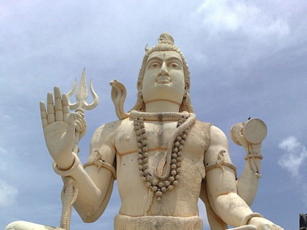 Karwar photos, Naganath Temple - 450px-Shiva_statue_at_Nageshwar