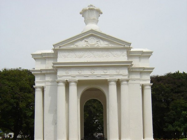 Pondicherry photos, Botanical Garden and Aquarium - 800px-Puducherry_Park_Monument