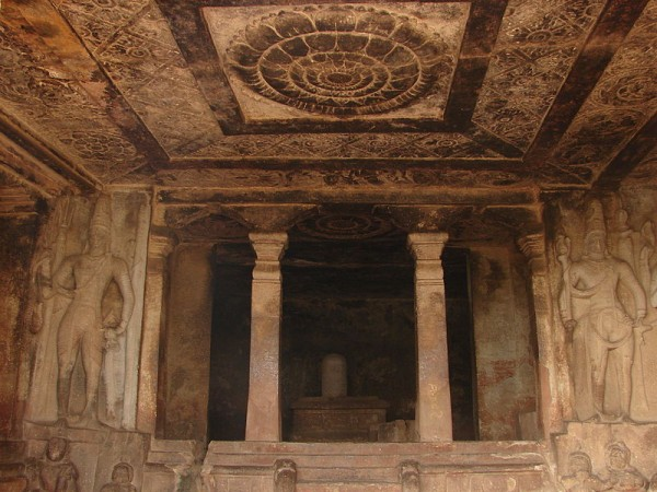 Aihole photos, Ravana Phadi Cave Temple - Mantapa_(hall)_in_the_Ravana_padhi_cave_temple_in_Aihole