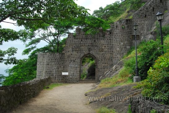Junnar photos, Shivneri Fort - Path Leading to the Fort