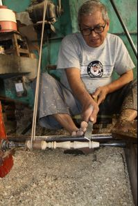 Vadodara photos, Sankheda - A Craftsman at Work