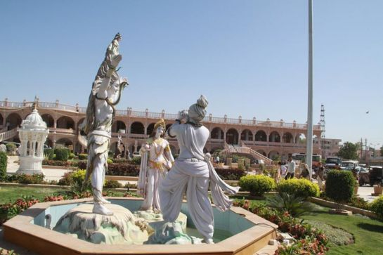 Bhuj photos, Swaminarayan Temple - Amidst Colourdful Gardens