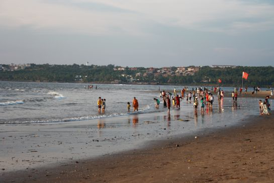 Goa photos, Miramar Beach - Tourists at Miramar Beach