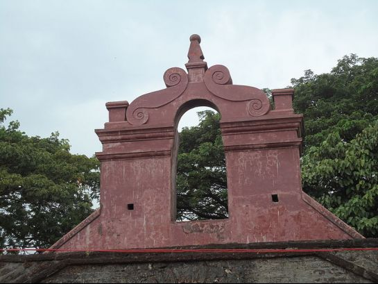 Thalassery photos, Thalassery Fort - Carved arch