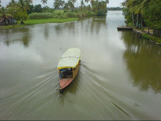 Kumarakom photos, Kumarakom Backwaters - Sailing Houseboat